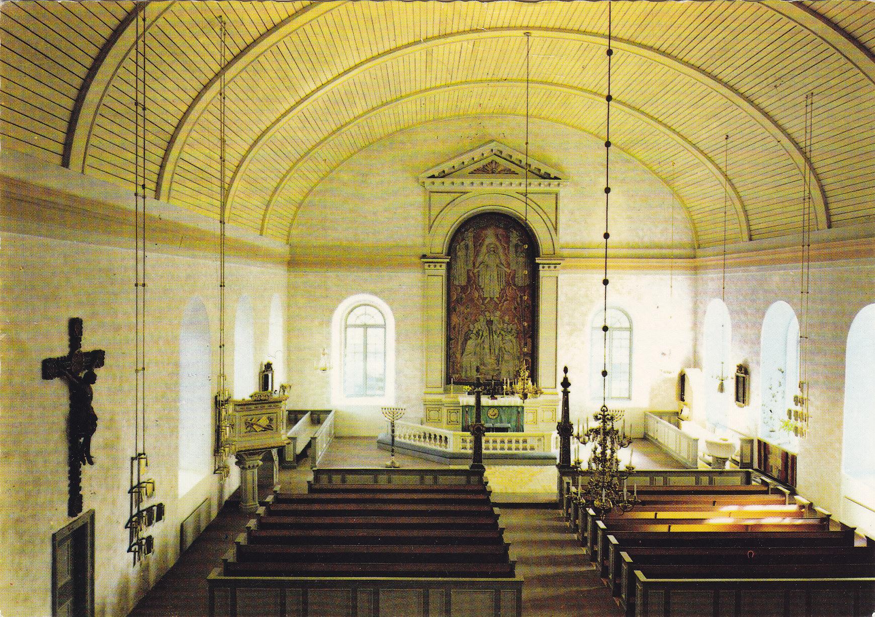 Väddö kyrka. De främre fönstren öppnades 196/70